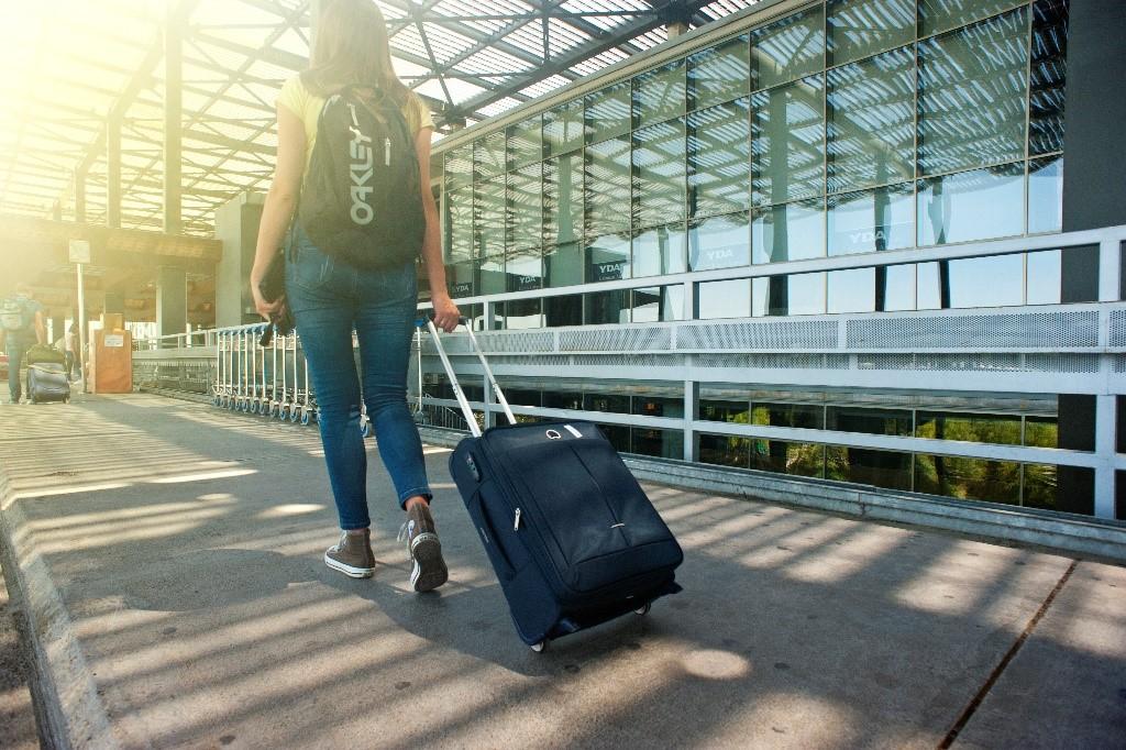 Eestis rõõmustatakse suurema reisijate, lennukite, busside ja praamide arvu üle.