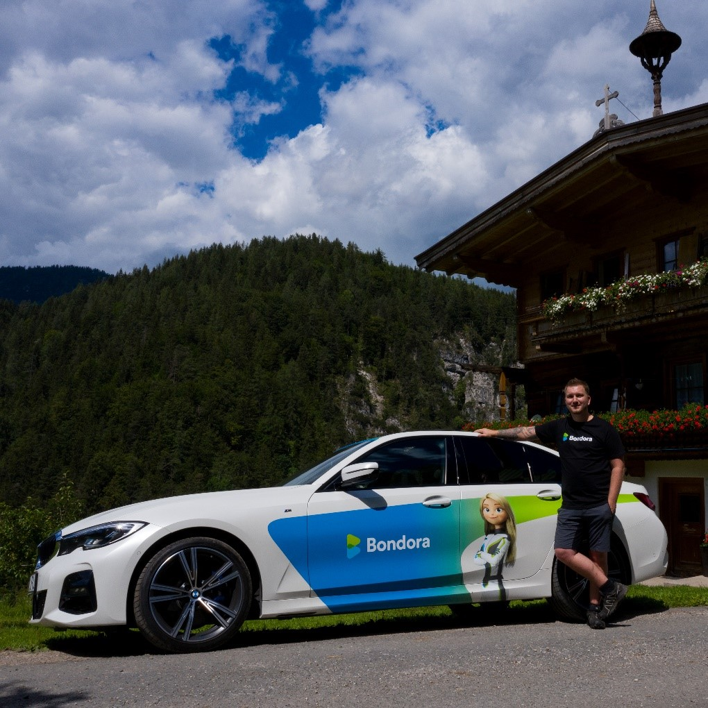 Simon K. and his one-of-a-kind Bondora BMW