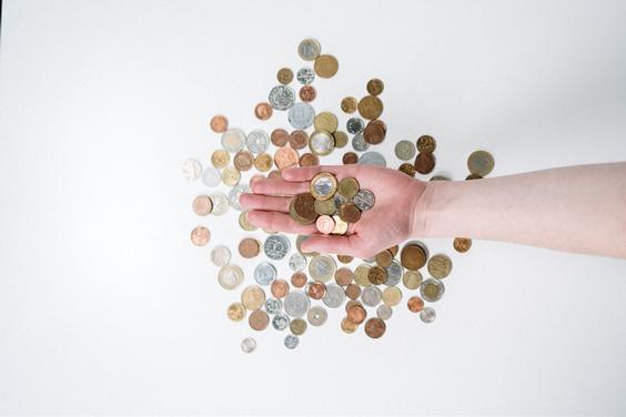 Wenn man die Ausgaben für Kaffees zusammenrechnet, kann es ein erheblicher Verlust oder eine große Investition sein.