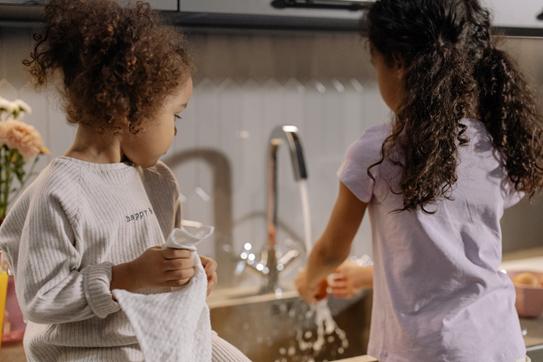 Mit kleineren Hausarbeiten können Kinder den Wert des Geldes lernen.